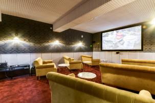 Réserver salle de cinéma atypique et cosy pour 12 personnes à Paris