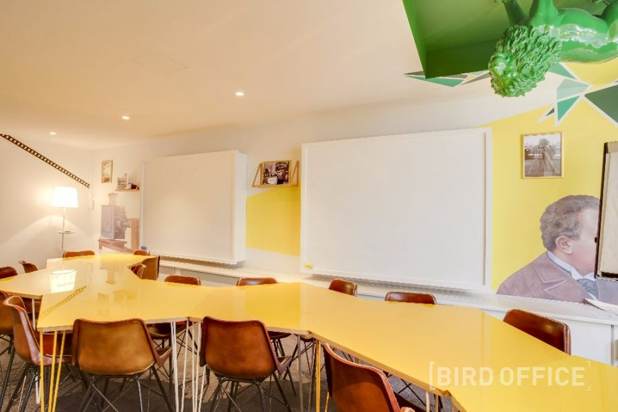 book comfortable and creative meeting room for 20 people in paris