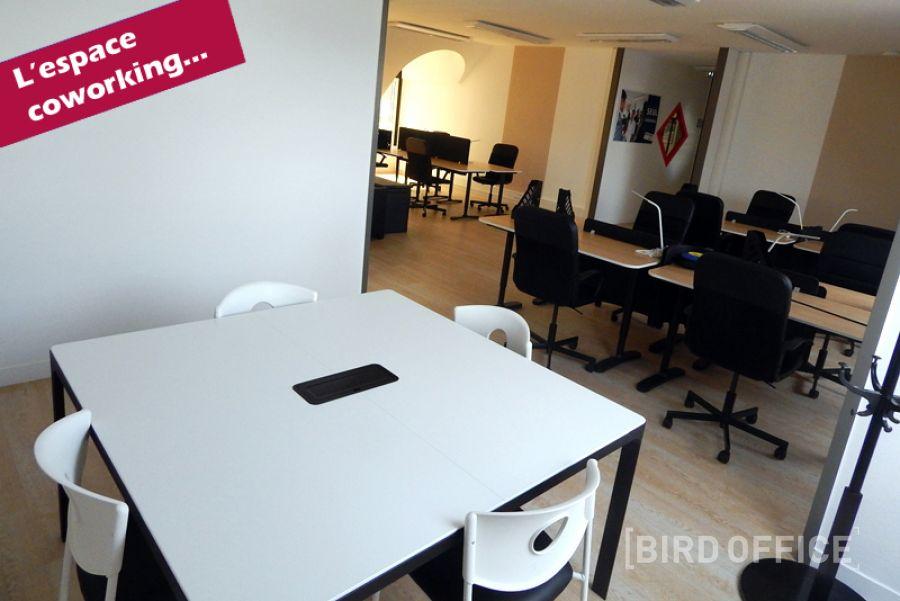 louer poste de travail individuels en espace de coworking. Black Bedroom Furniture Sets. Home Design Ideas